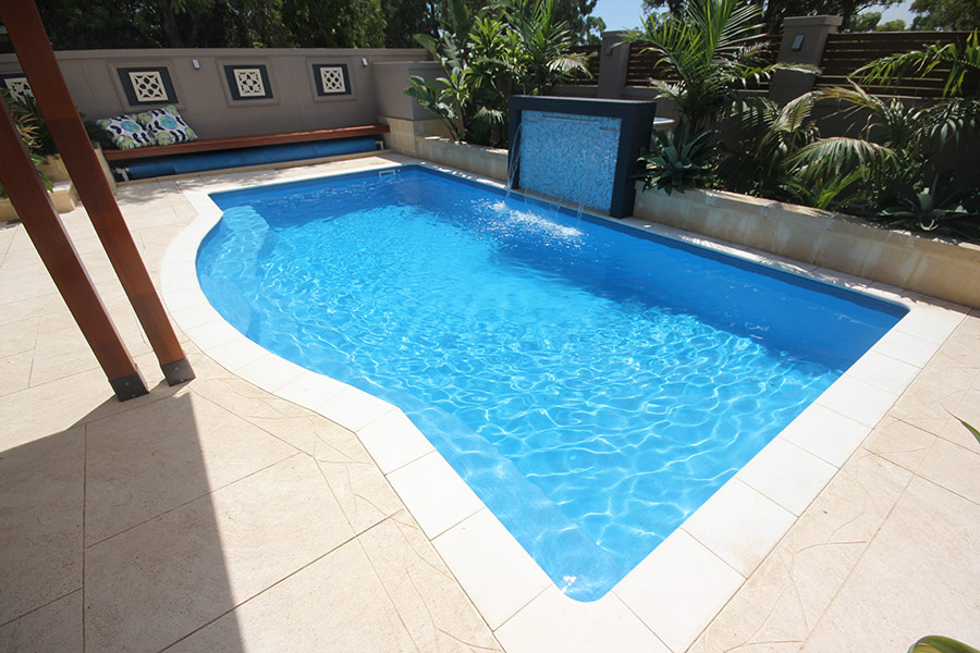 Fibreglass swimming pools bendigo evolution pools for Swimming pools bei obi