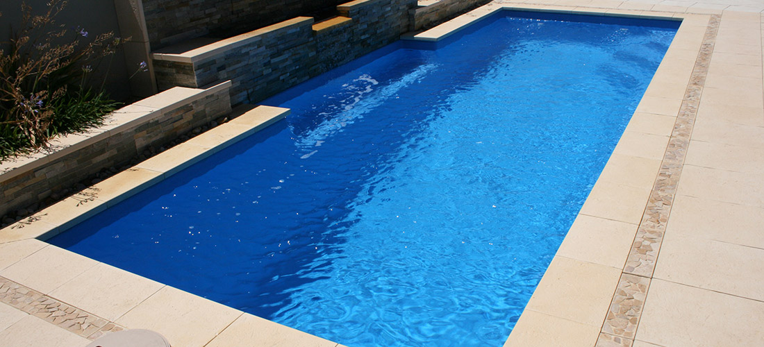 Chateau fibreglass swimming pool 8m x 3m evolution pools for Swimmingpool 3m